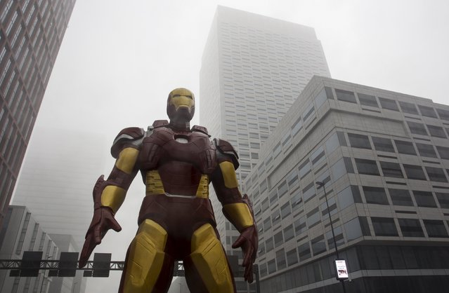 A statue of the Iron Man is seen between the buildings at Yujiapu Financial District amid heavy smog in Tianjin, China, December 1, 2015. (Photo by Reuters/Stringer)