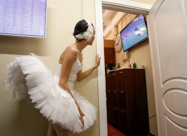 A ballerina watches the broadcast of the World Cup quarter-final match between Russia and Croatia at the Mikhailovsky Theatre in Saint Petersburg, Russia on July 7, 2018. Croatia win 4:3 on penalties. (Photo by Anton Vaganov/Reuters)