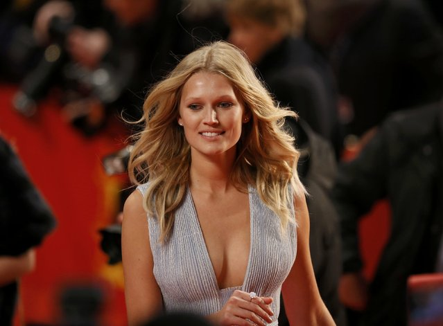 """Model Toni Garrn arrives on the red carpet for the screening of the movie """"Nobody Wants the Night"""", during the opening gala of the 65th Berlinale International Film Festival, in Berlin February 5, 2015. (Photo by Fabrizio Bensch/Reuters)"""