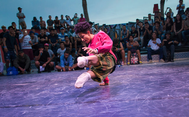 Now in full Zulu Rema mode, he throws down his moves during the dance battle. (Photo by Yassine Alaoui Ismaili/The Guardian)