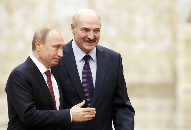 Belarus' President Alexander Lukashenko (back) and his Russian counterpart Vladimir Putin walk during peace talks in Minsk, February 11, 2015. (Photo by Vasily Fedosenko/Reuters)