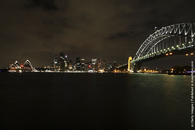 Sydney Dims For Earth Hour