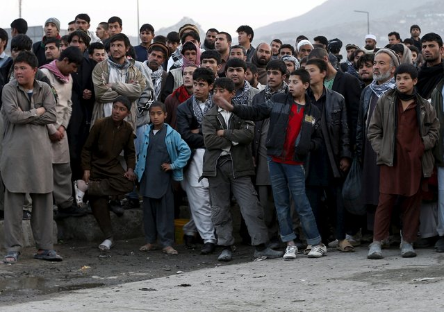 People gather at the site of a suicide attack in Kabul March 25, 2015. (Photo by Omar Sobhani/Reuters)