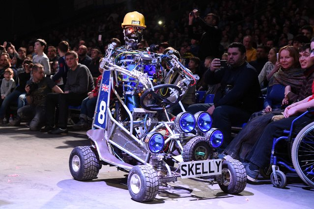 Visitors look at the robot named Skelly during the robot combat contest at the Bronebot show in Moscow on February 21, 2016. (Photo by Vasily Maximov/AFP Photo)