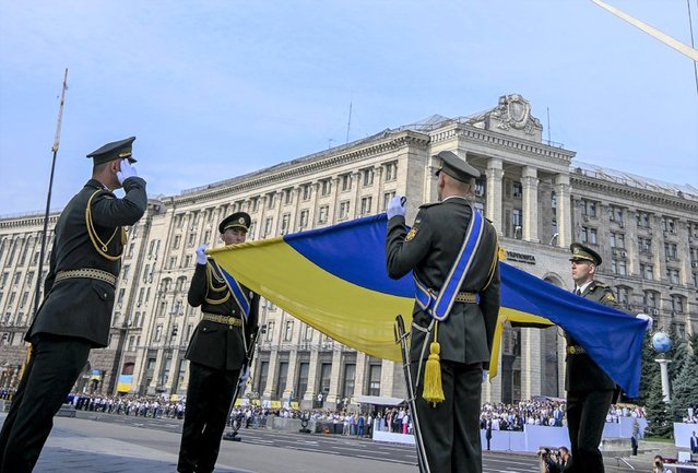 This handout picture released by the Ukrainian Presidential Press Service on August 24, 2021, shows Ukrainian soldiers carrying a national flag during the Independence Day military parade in Kiev. (Photo by Ukrainian Presidential Press Service/AFP Photo)