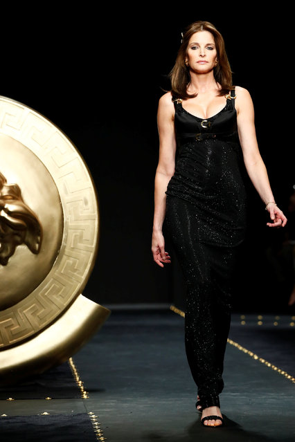 Model Stephanie Seymour presents a creation by Versace during the Milan Fashion Week in Milan, Italy February 22, 2019. (Photo by Alessandro Garofalo/Reuters)