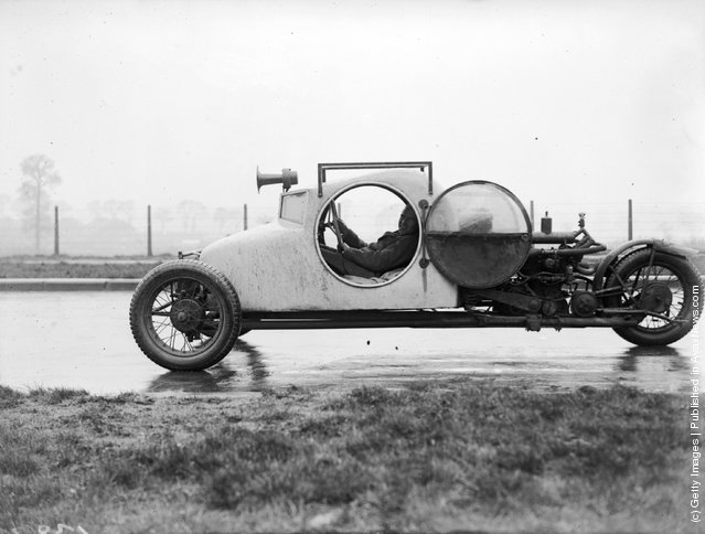 A three-wheeled car, 1929