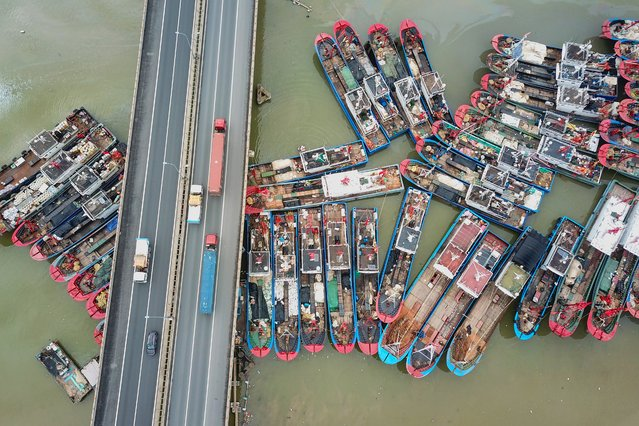 This aerial image shows fishing boats docked on the last day of the summer fishing moratorium, as they prepare to leave port in Lianyungang in eastern China's Jiangsu province on July 31, 2019. (Photo by AFP Photo/China Stringer Network)