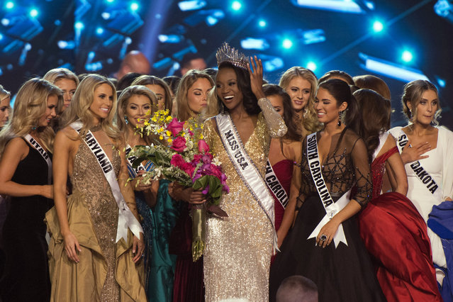 Miss District of Columbia Deshauna Barber smiles after being crowned Miss USA during the 2016 Miss USA pageant in Las Vegas, Sunday, June 5, 2016. (Photo by Jason Ogulnik/Las Vegas Review-Journal via AP Photo)