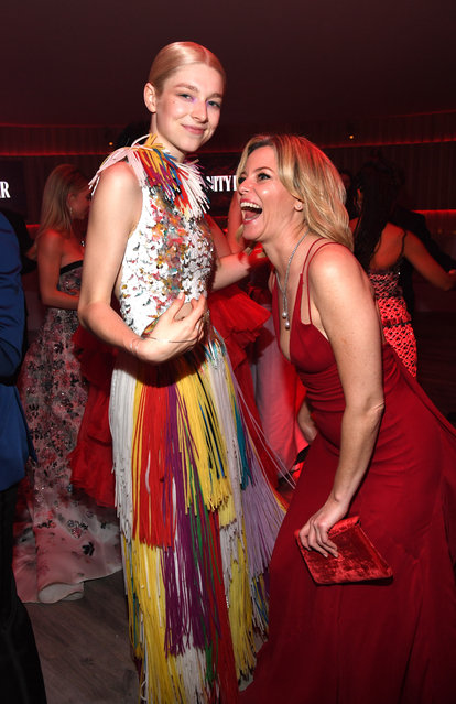 (L-R) Hunter Schafer and Elizabeth Banks attend the 2020 Vanity Fair Oscar Party hosted by Radhika Jones at Wallis Annenberg Center for the Performing Arts on February 09, 2020 in Beverly Hills, California. (Photo by Kevin Mazur/VF20/WireImage)