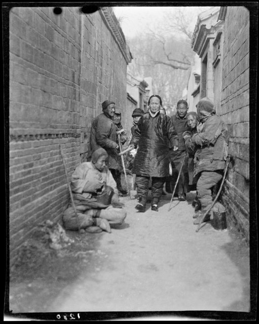 Road to Temple Beggars. China, Baoding Fu, 1917-1919. (Photo by Sidney David Gamble)