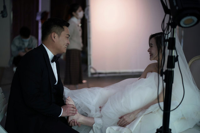 Yao Bin, 28, gives a foot massage to Peng Jing, 24, during their wedding photography shoot after the lockdown was lifted in Wuhan, capital of Hubei province and China's epicentre of the novel coronavirus disease (COVID-19) outbreak, April 15, 2020. (Photo by Aly Song/Reuters)