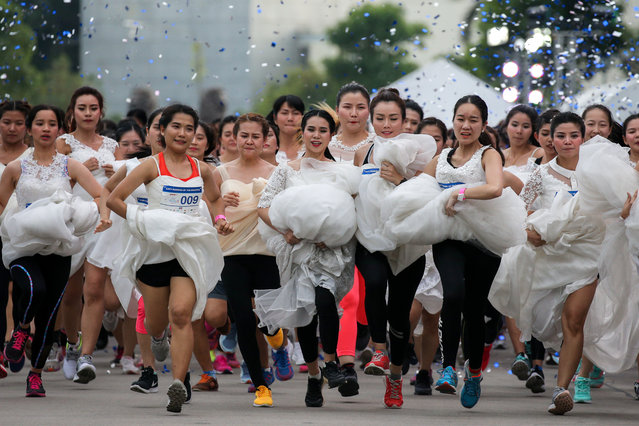 """Brides-to-be participate in the """"Running of the Brides"""" race, in Bangkok, Thailand, December 2, 2017. (Photo by Athit Perawongmetha/Reuters)"""