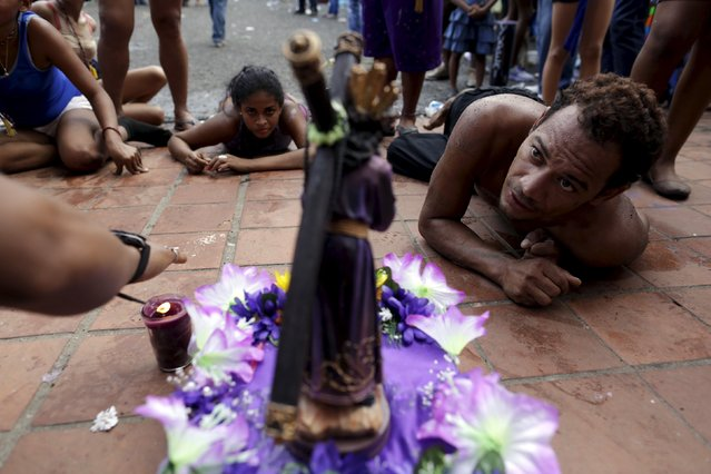 Worshippers of the Black Christ of Portobelo look at the statue during the annual celebratory pilgrimage in Portobelo, in the province of Colon October 21, 2015. (Photo by Carlos Jasso/Reuters)