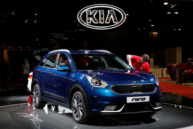 The Kia Niro is displayed on media day at the Paris auto show, in Paris, France, September 29, 2016. (Photo by Benoit Tessier/Reuters)