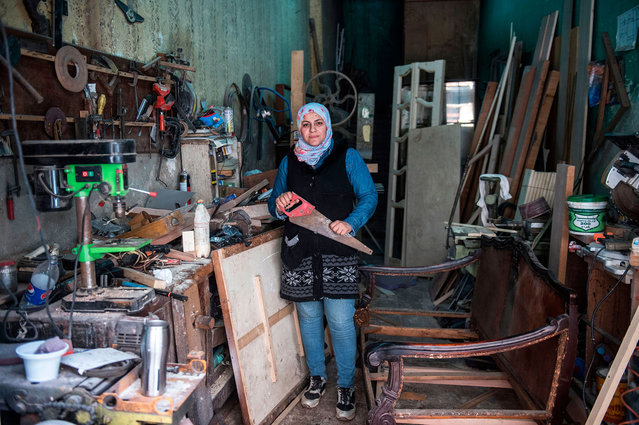 Asmaa Megahed a 31-year-old Egyptian carpenter poses for a picture at her workshop in Abdeen district in downtown Cairo, Egypt on February 26, 2018. (Photo by Khaled Desouki/AFP Photo)