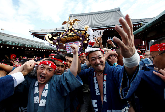 People carry a portable shrine, a Mikoshi, at the Senso-ji Temple during the Sanja festival in Asakusa district in Tokyo, Japan, May 20, 2018. (Photo by Kim Kyung-Hoon/Reuters)