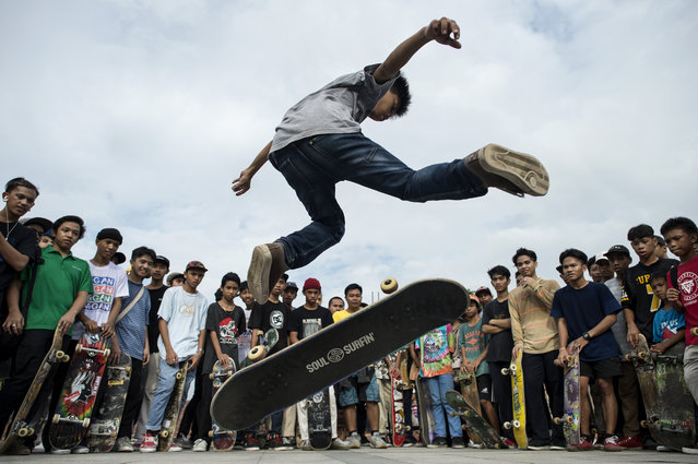 A boy demonstrates his skateboarding skills during an event to mark Go Skateboarding Day in Manila, Philippines on June 21, 2018. (Photo by Noel Celis/AFP Photo)