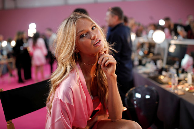 Model Romee Strijd  gets ready backstage before the Victoria's Secret Fashion Show at the Grand Palais in Paris, France, November 30, 2016. (Photo by Benoit Tessier/Reuters)