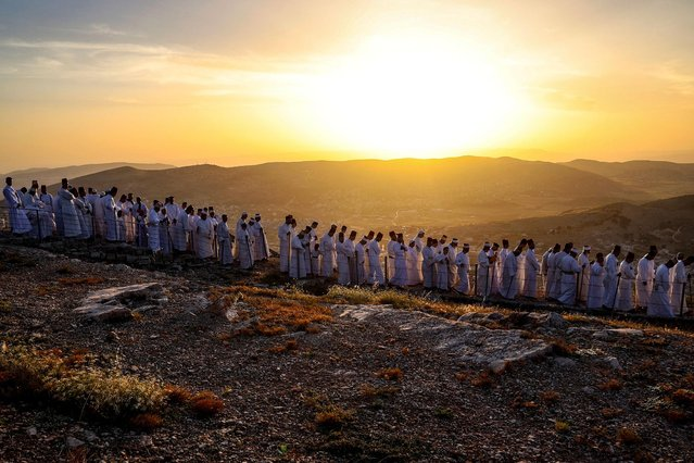 Samaritan worshippers arrive to take part in a Passover ceremony on top of Mount Gerizim, near the northern West Bank city of Nablus, on May 2, 2021. The Samaritans are a community of a few hundred people living in Israel and in the Nablus area who trace their lineage to the ancient Israelites led by the biblical prophet Moses out of Egypt. (Photo by Jaafar Ashtiyeh/AFP Photo)