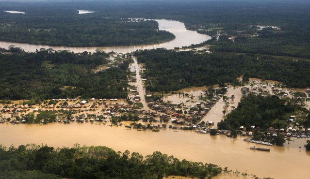 A view of a neighbourhood flooded by the Purus river, which continues to rise from days of heavy rainfall in the region, in Boca do Acre, Amazonas state March 14, 2015. (Photo by Bruno Kelly/Reuters)