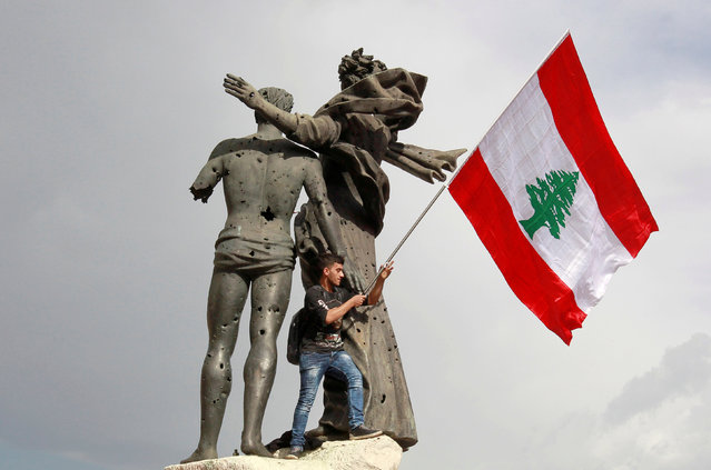 A man holds a Lebanese flag during a protest in Beirut, Lebanon November 22, 2018. (Photo by Aziz Taher/Reuters)