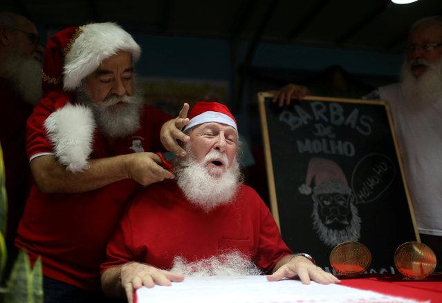 "Saymon Claus, student of the Brazil's school of Santa Claus, has his beard cut during a ritual named ""Barbas de Molho"" to mark the end of Christmas season, in Rio de Janeiro, Brazil on December 26, 2018. (Photo by Pilar Olivares/Reuters)"