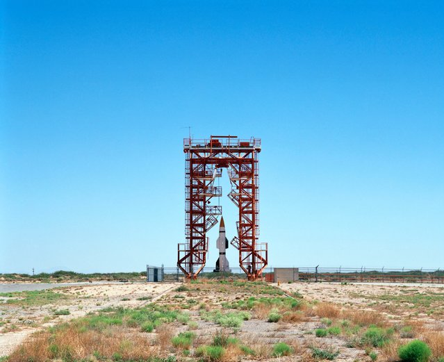 Launch Pad and Gantry with Hermes A-1 Rocket – V2 Launch Complex 33, White Sands missile range, New Mexico in 2006. (Photo by Roland Miller)