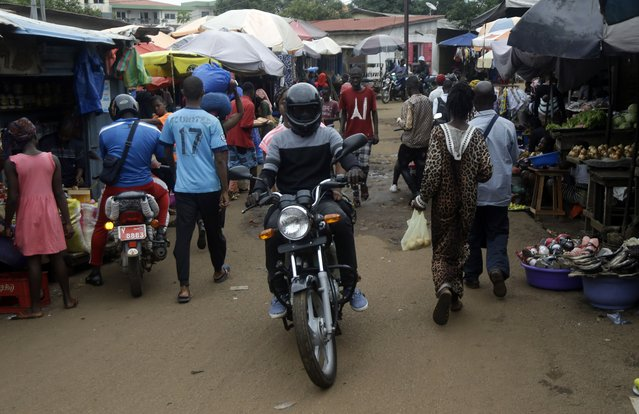 People shop at Kaporo market in Conakry, Guinea Monday, September 13, 2021. (Photo by Sunday Alamba/AP Photo)