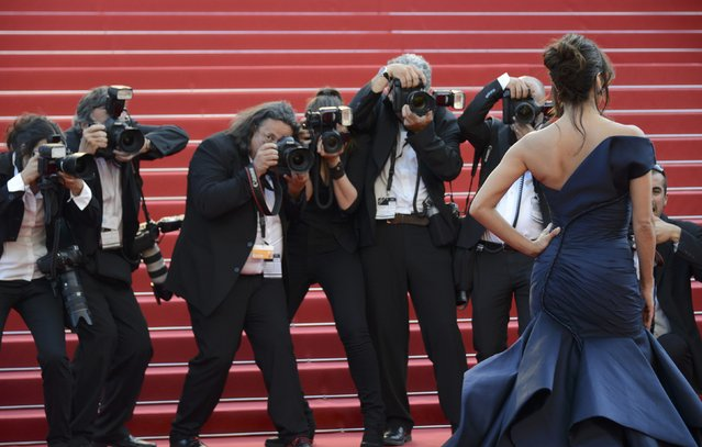 "Actress Eva Longoria poses on the red carpet as she arrives for the screening of the film ""Carol"" in competition at the 68th Cannes Film Festival in Cannes, southern France, May 17, 2015. (Photo by Jean-Pierre Amet/Reuters)"