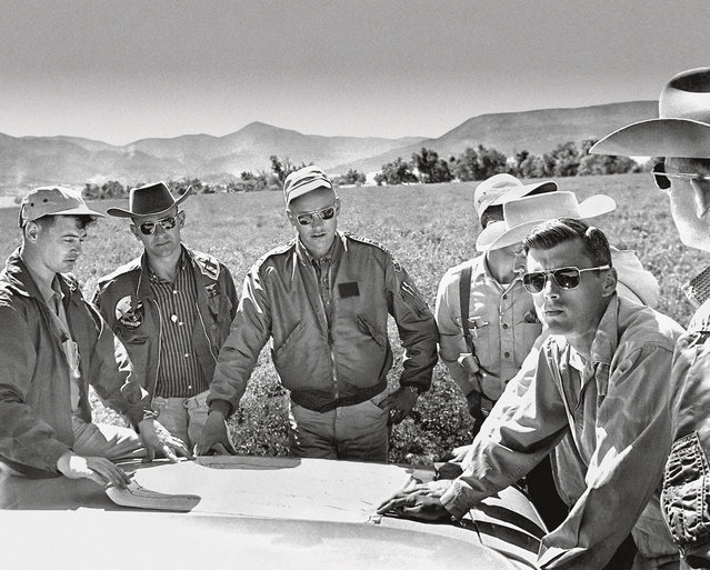 Left to right: Marty Kane of the United States Geological Survey, astronauts Alan Bean, Neil Armstrong, Bill Anders and Roger Chaffee, and Joel Watkins (USGS) on geology training near Cimarron, New Mexico, in June 1964. Beginning three months earlier, the series of geology field trips was designed to introduce the astronaut corps to geologic concept and to give crews detailed training in the types of observations they might expect to make on the moon. (Photo by USGS/Taschen)