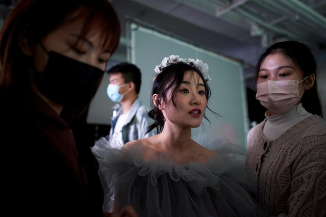 Peng Jing, 24, attends her wedding photography shoot after the lockdown was lifted in Wuhan, capital of Hubei province and China's epicentre of the novel coronavirus disease (COVID-19) outbreak, April 15, 2020. (Photo by Aly Song/Reuters)