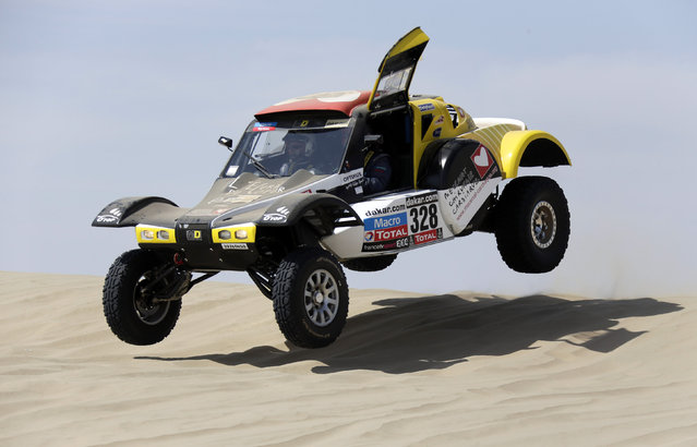France's Pascal Thomasse and co-pilot Pascal Larroque compete with their Buggy MD Rallye during the first stage of the Dakar Rally 2013 from Lima to Pisco January 5, 2013. (Photo by Jacky Naegelen/Reuters)
