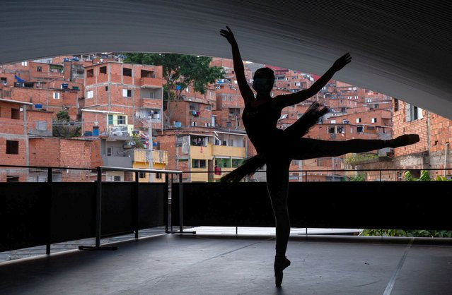 A Ballet Paraisópolis student wearing a face mask rehearses amidst the coronavirus (COVID-19) pandemic on August 13, 2020 in Sao Paulo, Brazil. The Ballet Paraisópolis is a project that teaches dance to children and young people in the Paraisópolis community in order to encourage them to seek better life opportunities. Founded in 2012 by ballerina, teacher and choreographer, Monica Tarragó, Ballet Paraisópolis has a total of 200 students and another 2,000 on the waiting list. (Photo by Alexandre Schneider/Getty Images)