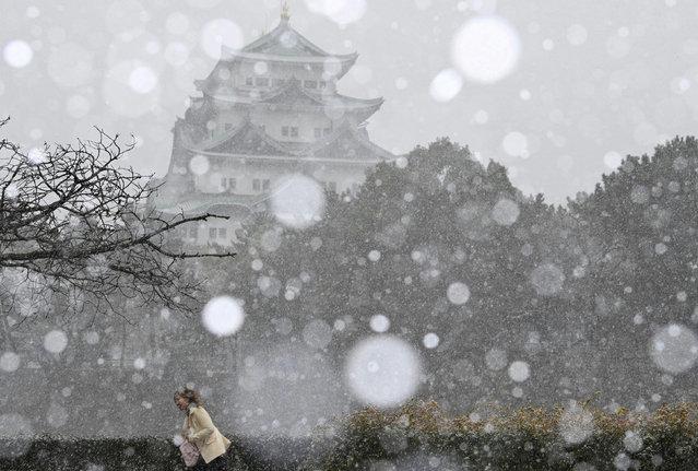 Snowfall at Nagoya Castle in Nagoya, Japan on December 30, 2020. (Photo by KYODO News via Reuters)