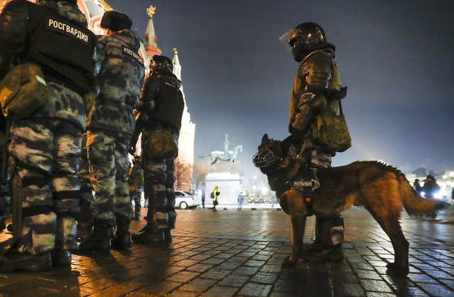 Servicemen of the Russian National Guard (Rosgvardia) gather at the Red Square to prevent a protest rally in Moscow, Russia, Tuesday, February 2, 2021. A Moscow court has ordered Russian opposition leader Alexei Navalny to prison for more than 2 1/2 years on charges that he violated the terms of his probation while he was recuperating in Germany from nerve-agent poisoning. Navalny, who is the most prominent critic of President Vladimir Putin, had earlier denounced the proceedings as a vain attempt by the Kremlin to scare millions of Russians into submission. (Photo by Pavel Golovkin/AP Photo)