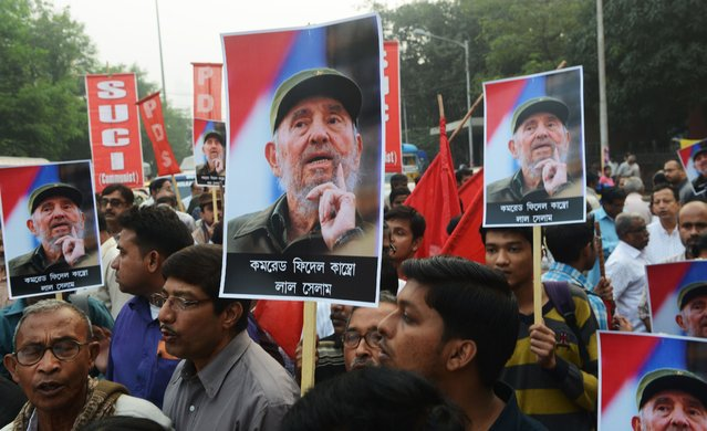 Indian members of Leftists organisations carry placards bearing the image of former Cuban president Fidel Castro during a remembrance rally in Kolkata on November 26, 2016. (Photo by Dibyangshu Sarkar/AFP Photo)