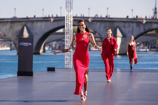 Canadian model Winnie Harlow presents a creation as part of a fashion show organized by cosmetics company L'Oreal on the Seine, during the Paris Fashion Week, in Paris, France, 30 September 2018. (Photo by Christophe Petit Tesson/EPA/EFE)