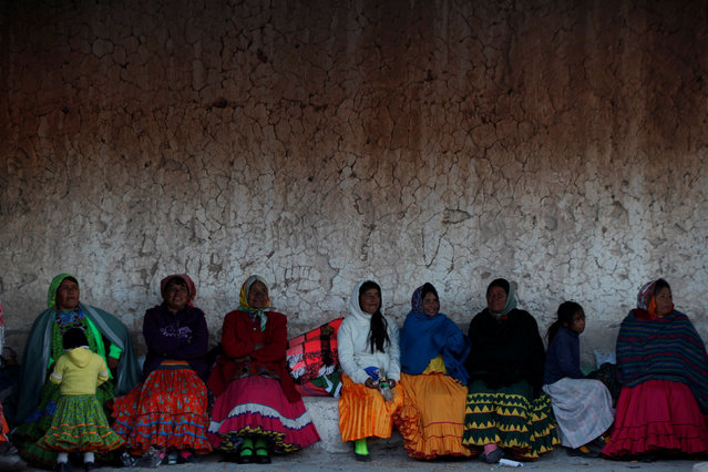 Women from the Tarahumara ethnic group sit while preparing for winter in Caborachi village, in Guachochi, Mexico, December 17, 2016. (Photo by Jose Luis Gonzalez/Reuters)