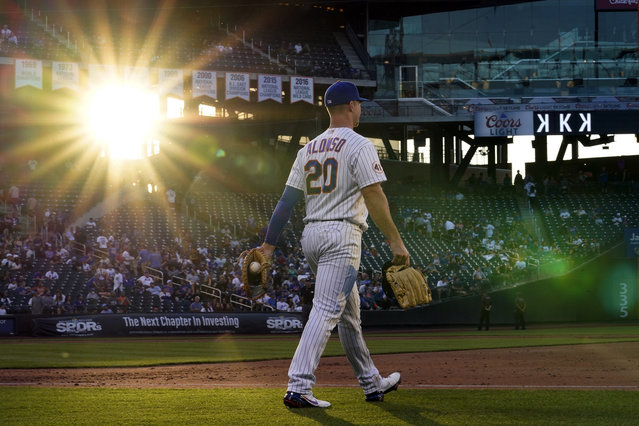 New York Mets first baseman Pete Alonso walks to his position between innings of the team's baseball game against the Chicago Cubs, Thursday, June 17, 2021, in New York. (Photo by Kathy Willens/AP Photo)