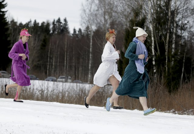 People run to the next sauna during the sauna marathon near Otepaa, Estonia, February 6, 2016. Participants have to track down and visit the given saunas in the Otepaa area as fast as possible. (Photo by Ints Kalnins/Reuters)