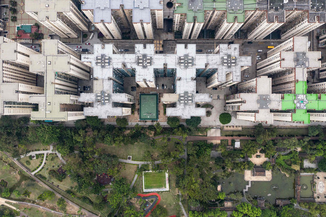 This aerial photo taken on November 2, 2018 shows a residential estate in Hong Kong. (Photo by Dale De La Rey/AFP Photo)