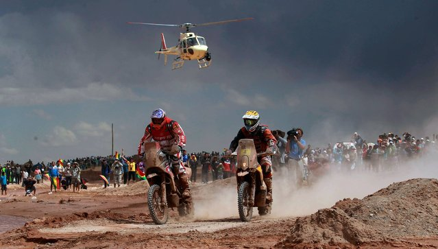 Speedbrain rider Jeremias Isarael Esquerre of Chile, left center, and KTM rider Jordi Viladoms of Spain race during the seventh stage of the Dakar Rally between the cities of Salta, Argentina and Uyuni, Bolivia, Sunday, January 12, 2014. (Photo by Juan Karita/AP Photo)