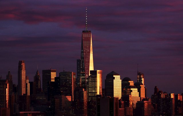 The setting sun reflects off of One World Trade Center and surrounding buildings at sunset in the Manhattan borough of New York City, November 22, 2015. (Photo by Rickey Rogers/Reuters)