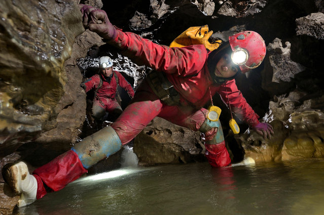 Erin Lynch and Lars Abromeit as they try to remain dry through the awkward sections of Queen of the Nile, deep underground in San Wang Dong. (Photo by Robbie Shone/Caters News/ImagineChina)