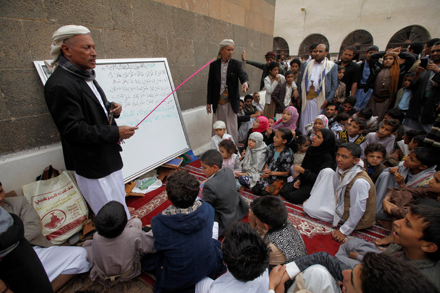 A man teaches children to read verses of the Koran at the Grand Mosque during the holy fasting month of Ramadan in Sanaa, Yemen June 24, 2016. (Photo by Mohamed al-Sayaghi/Reuters)