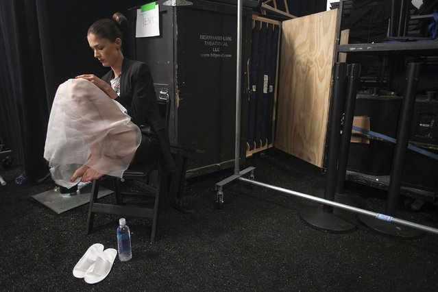 A model sits and waits backstage before the Carolina Herrera Spring/Summer 2015 collection show during New York Fashion Week in the Manhattan borough of New York September 8, 2014. (Photo by Carlo Allegri/Reuters)