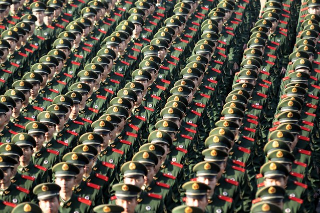Paramilitary police officers attend an investiture ceremony in Nanjing, China on November 24, 2017. (Photo by Reuters/China Stringer Network)