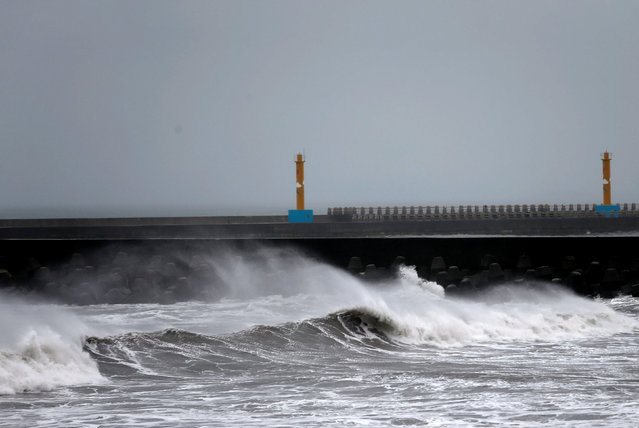 Waves pound the Taiwanese northern coast as Typhoon Malakas approaches in Yilan, Taiwan September 17, 2016. (Photo by Tyrone Siu/Reuters)