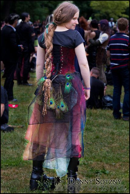 """""""WGT 2011 Viktorianisches Picknick 10.06.2011 im Clara-Zetkin Park"""". (Danny Sotzny)"""